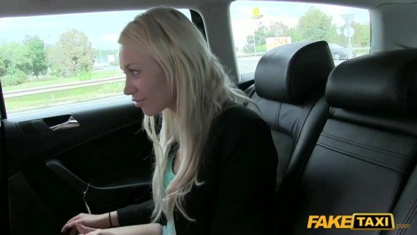 Sexy blonde pay taxy with blowjob