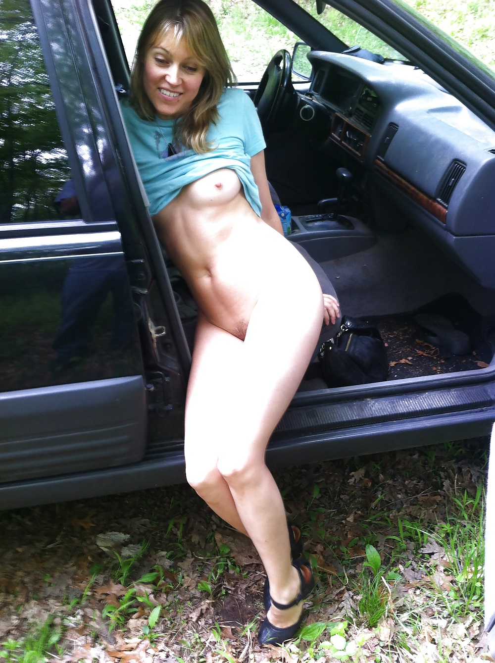 Amateur Blonde Girl Naked Fun in Car