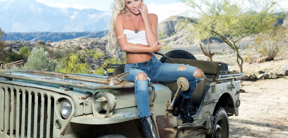 sexy_blonde_jeep_04
