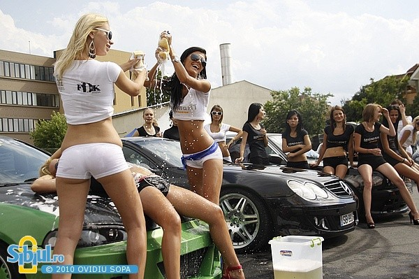 Sexy Girls & Mercedes