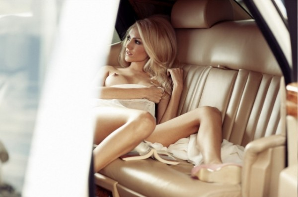 Naked Sexy Amateur Girls in Cars
