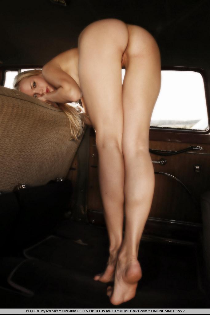 Classic Blonde Yelle A in a Classic Car