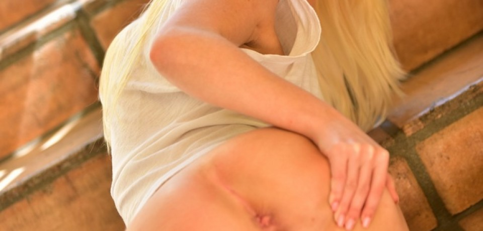 Sexy Blonde Girl Krystal 11