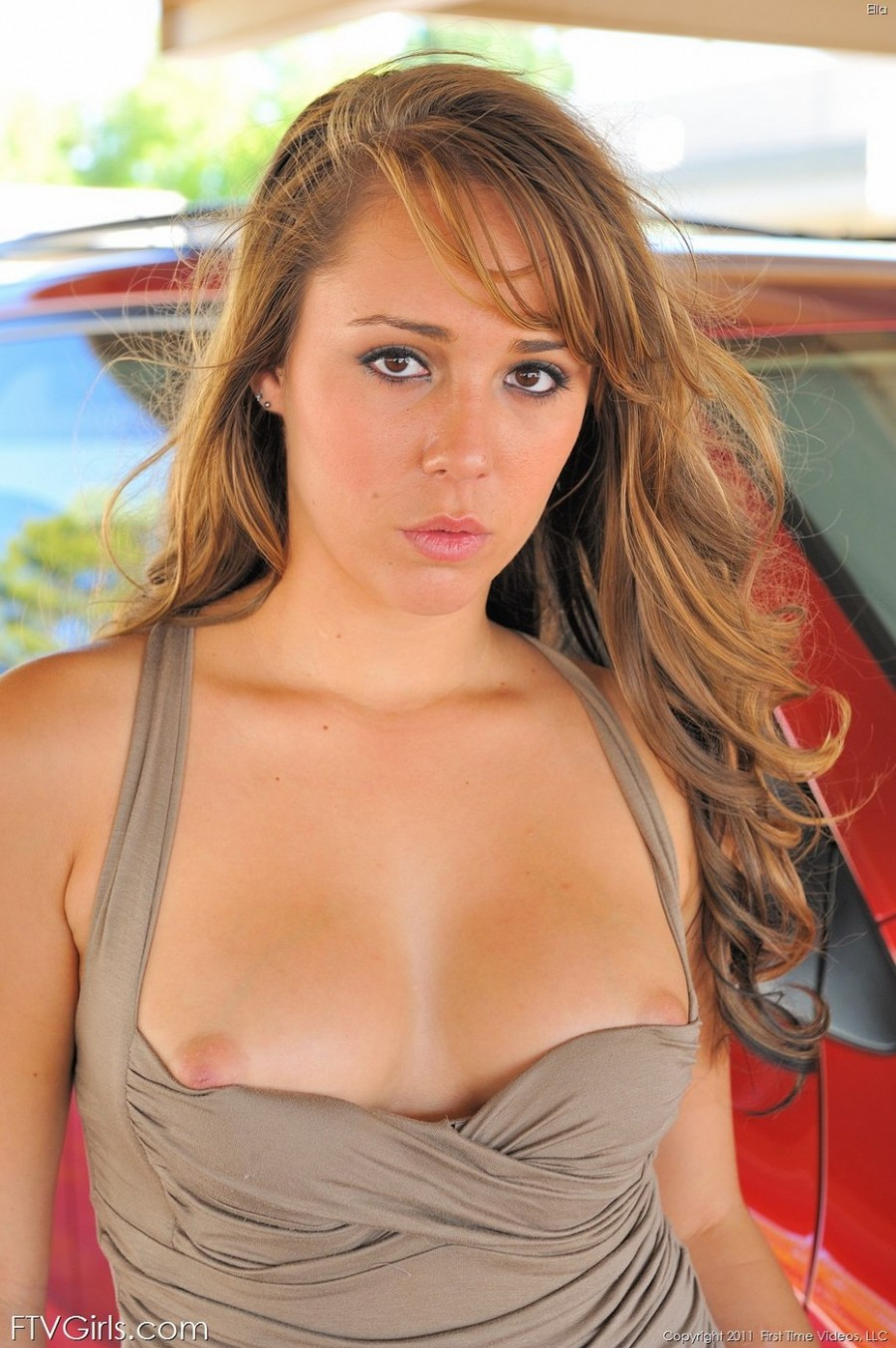 Sexy Babe Ella flashes near the car
