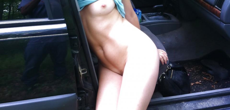 Amateur Blonde Girl Naked Fun in Car