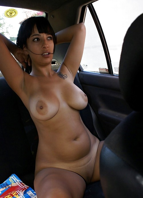 amateur car flash naked in the car